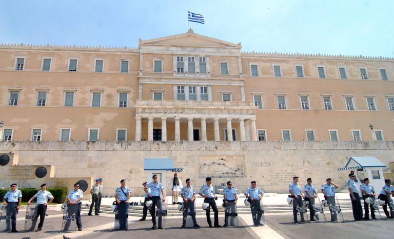 Εταιρία security θα… φυλάσσει τη Βουλή – Μόνο ο Πρόεδρος, ο πρωθυπουργός και ανώτατοι δικαστικοί λειτουργοί θα μπορούν να φρουρούνται από αστυνομικο | Newsit.gr