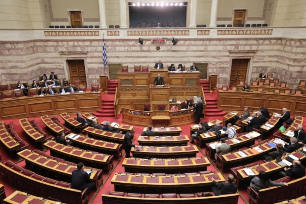 Ποιον δημοσιογράφο του MEGA προπηλάκισαν οι υπάλληλοι της Βουλής; – «Να μη βγει κανένα σκουλήκι έξω»! | Newsit.gr