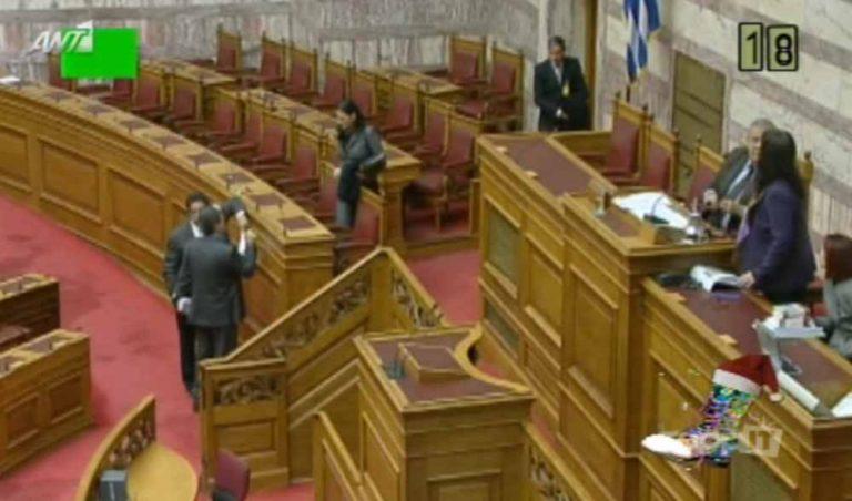 Τι μουσική έπαιζε το κανάλι της Βουλής στο τέλος της συνεδρίασης; | Newsit.gr