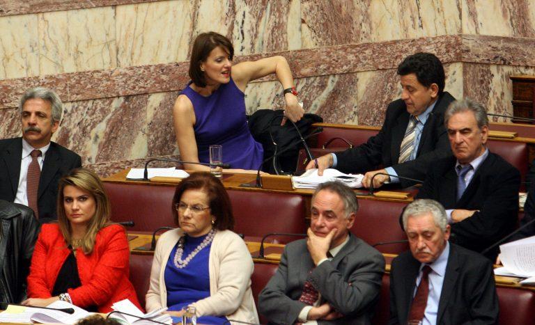 Πρώτη μέρα dress code στη Βουλή (ΦΩΤΟ) | Newsit.gr