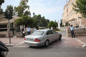 Τρία εκατομμύρια ευρώ τα αυτοκίνητα για τους βουλευτές