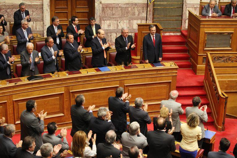 Η Lexus του Κασιδιάρη, ο… συνωστισμός για τον Σαμαρά και το μηχανάκι του Τσίπρα – Στιγμιότυπα από τη Βουλή μέρος 2 | Newsit.gr