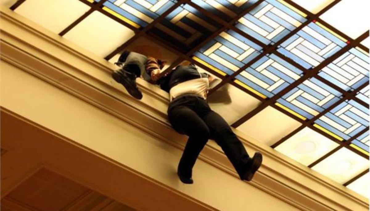 Υπάλληλος της Βουλής που σώθηκε από θαύμα: Δεν κατάλαβα τι έγινε!   Newsit.gr