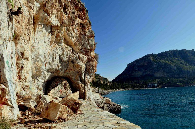 Ηράκλειο: Έπεσε στα βράχια με την μηχανή του   Newsit.gr