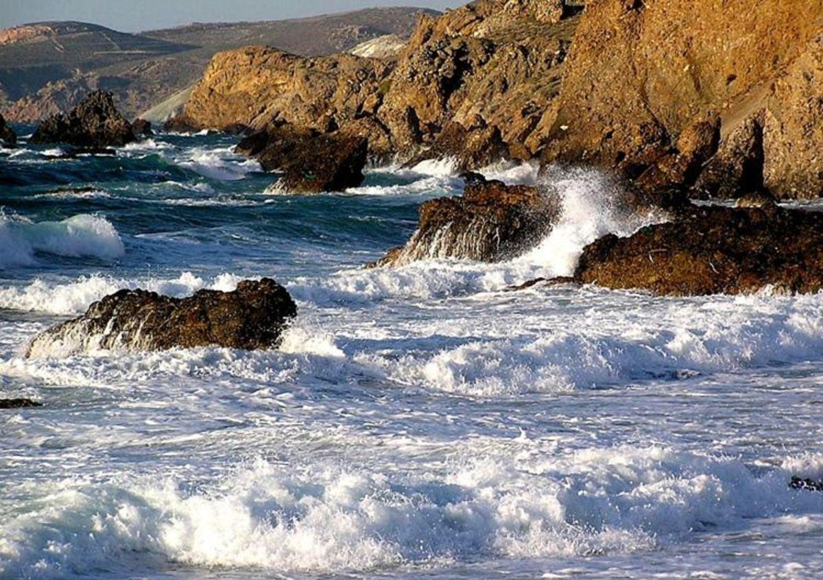 Λασίθι: Επιχείρηση ανάσυρσης ψαρά, που έσπασε το πόδι του και έπεσε στα βράχια! | Newsit.gr