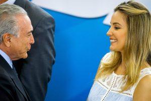 Ο Πρόεδρος της Βραζιλίας και η καλλονή γυναίκα του μετακόμισαν λόγω φαντασμάτων! [pics]