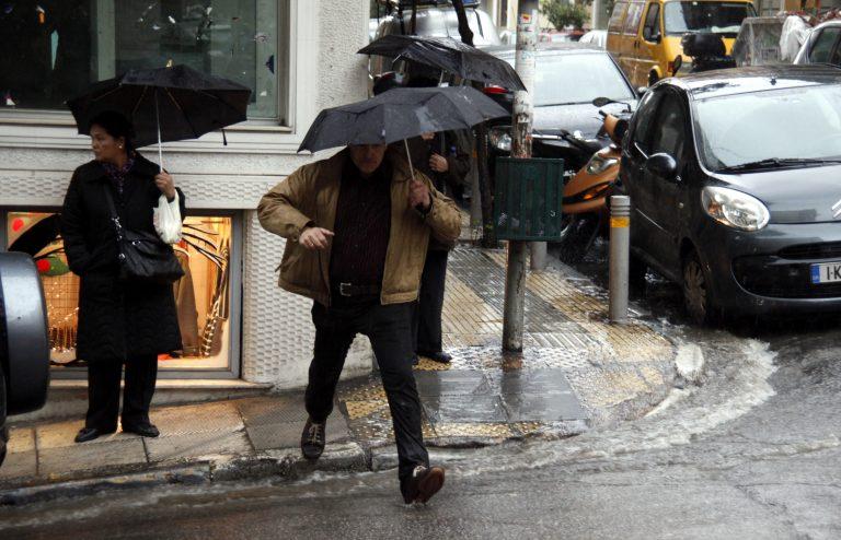 Βροχές, χιόνια και νέα πτώση της θερμοκρασίας | Newsit.gr