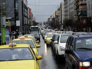 Καιρός: Διακόπηκε η κυκλοφορία στην Πειραιώς λόγω της βροχής