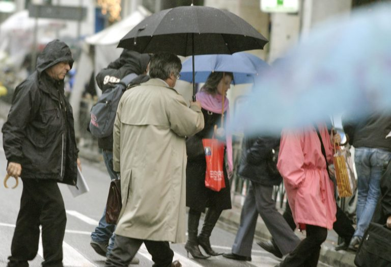 Νεφώσεις και σποραδικές καταιγίδες | Newsit.gr