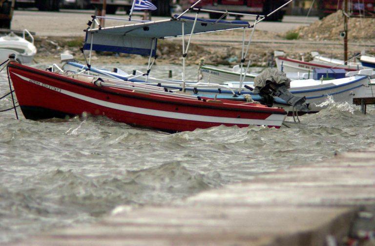 Παραμένουν τα προβλήματα στα λιμάνια λόγω ανέμων   Newsit.gr