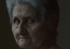 Πέλλα: Σαρώνει το διαδίκτυο η γιαγιά που πόζαρε με φανελάκι για τη Vogue [pics]