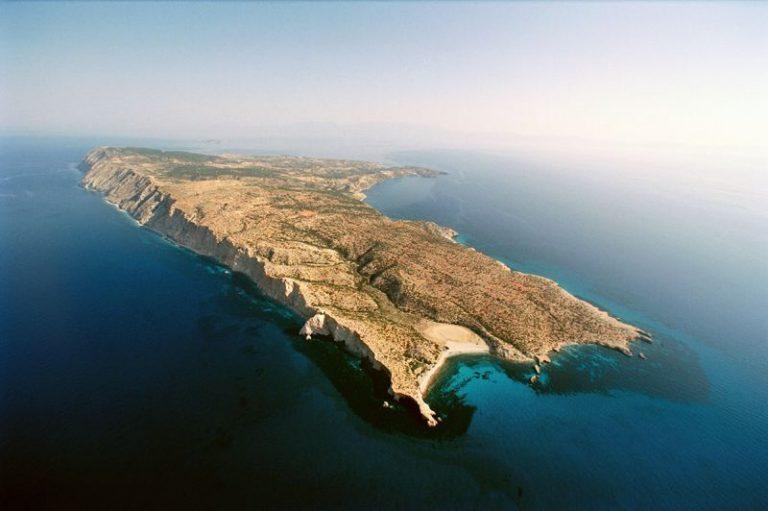 Γαύδος: »Εμφύλιος» στο αποκλεισμένο νησί – Ιερέας κατά δημάρχου! | Newsit.gr