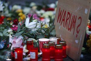 Βερολίνο Live – Θρίλερ! Ελεύθερος και οπλισμένος ο δράστης – Αυτόπτης μάρτυρας: Έμοιαζε με σκηνή από ταινία τρόμου