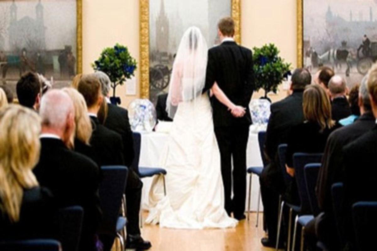 "Reuters: ""Οι Έλληνες… έκοψαν τους γάμους και τις κηδείες, λόγω κρίσης"" | Newsit.gr"