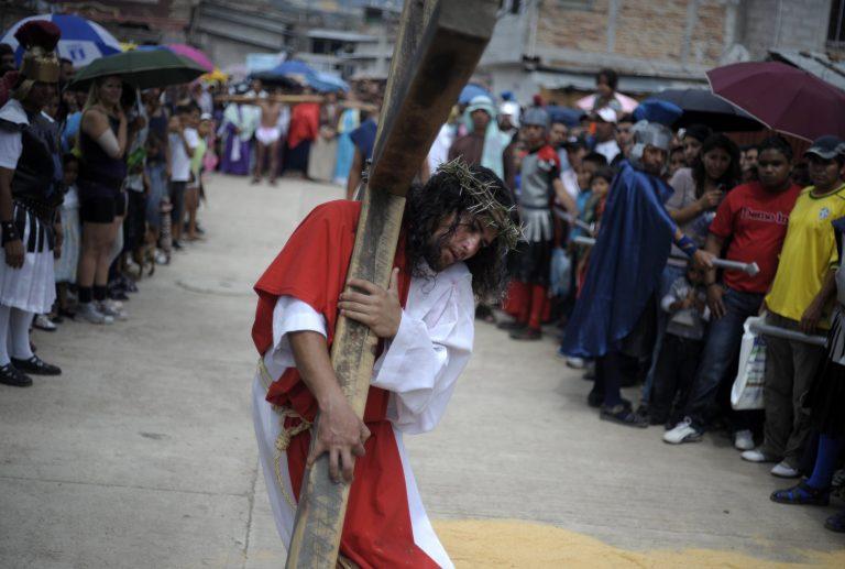 Μεγάλη Παρασκευή ήταν η χθεσινή ημέρα για τους καθολικούς – Φωτογραφίες από την Ευρώπη   Newsit.gr