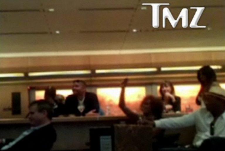 Η Whitney Houston διασκεδάζει βλέποντας την Madonna στο Super Bowl!   Newsit.gr