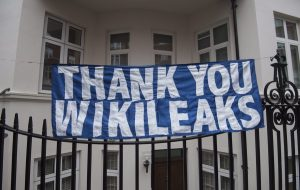 Wikileaks: Όλος ο πλανήτης ένα Big Brother – Μας παρακολουθούν μέσω iphone, samsung και windows!