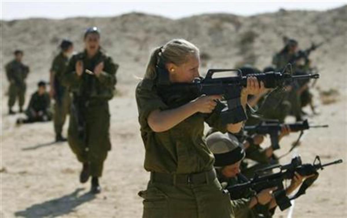 Γυναίκες στη μάχη – Τέλος στην απαγόρευση που ίσχυε από το 1994 | Newsit.gr