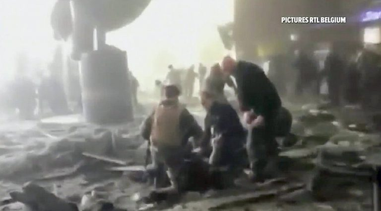 Live: Επίθεση στις Βρυξέλλες – 34 νεκροί από τις εκρήξεις σε μετρό και αεροδρόμιο! – Βίντεο – σοκ δευτερόλεπτα μετά την έκρηξη στο αεροδρόμιο! | Newsit.gr