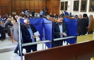 Τρίκαλα: Εκλογές σε κοινή θέα – Η φωτογραφία που σαρώνει το διαδίκτυο [pics]