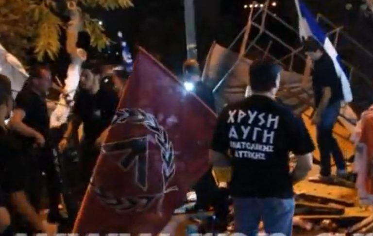 Βουλευτές της Χρυσής Αυγής σπάνε πάγκους μικροπωλητών – ΒΙΝΤΕΟ | Newsit.gr