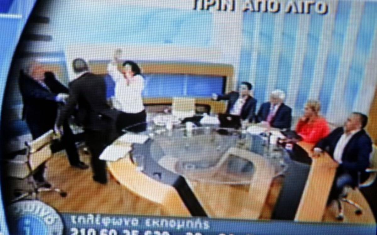 Κανέλλη και Δούρου ξανά δίπλα στον Κασιδιάρη | Newsit.gr