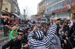 Ντύθηκαν τζιχαντιστές στο Καρναβάλι της Ξάνθης και… τους συνέλαβαν!
