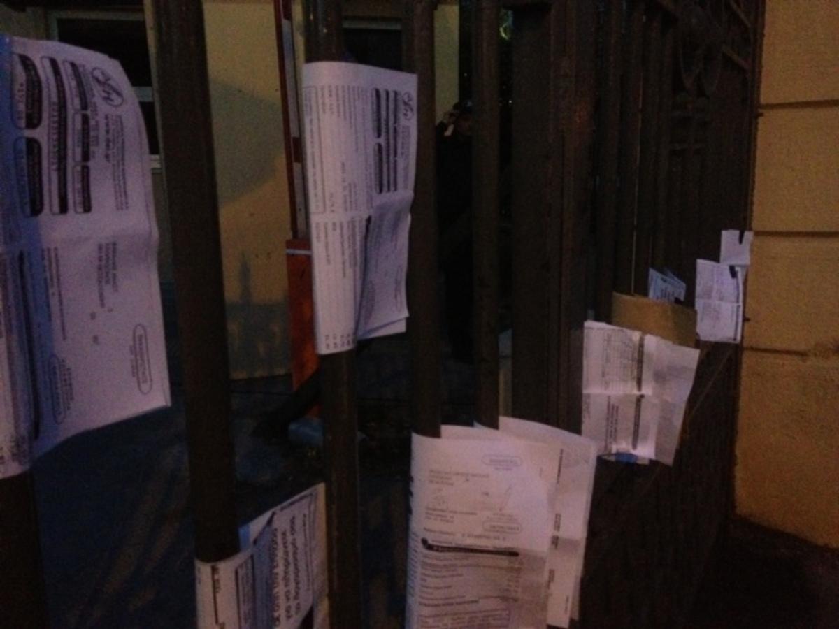 Θεσσαλονίκη: Κρέμασαν τους λογαριασμούς της ΔΕΗ στην πύλη του ΥΜΑΘ | Newsit.gr