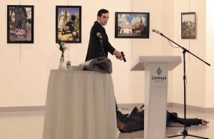 Τουρκία: Αστυνομικός και επιχειρηματίας ύποπτοι για την δολοφονία του ρώσου πρέσβη