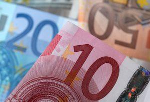 Ερχεται ακατάσχετος λογαριασμός νέου τύπου και υποχρεωτική εφαρμογή του πλαστικού χρήματος