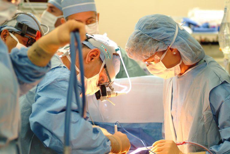 Ελβετία: Για πρώτη φορά περίπλοκη εγχείρηση μεταμόσχευσης ήπατος | Newsit.gr