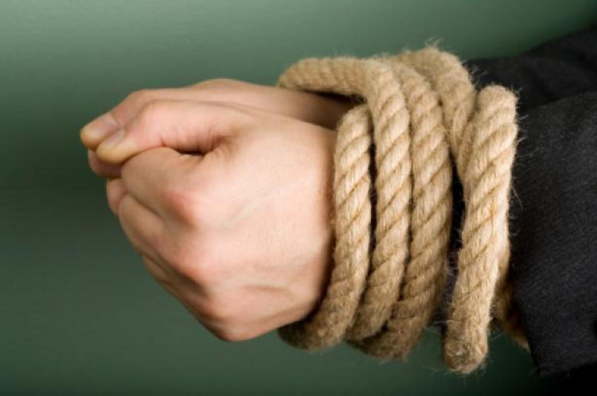 Κόρινθος: Τον άρπαξαν και τον χτυπούσαν με σίδερα επειδή δεν τους έδιναν λύτρα | Newsit.gr