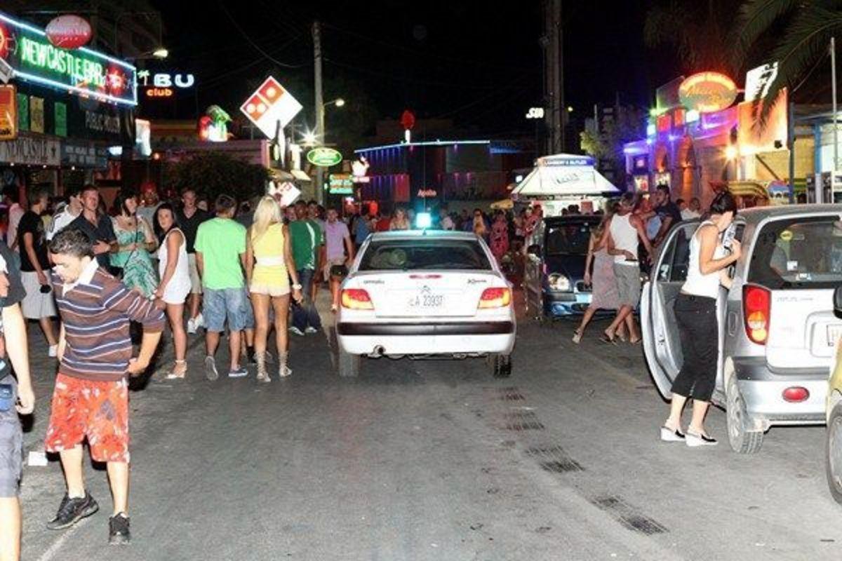 Ηράκλειο: Ελβετός «πλακώθηκε» με αστυνομικούς στη Χερσόνησο   Newsit.gr