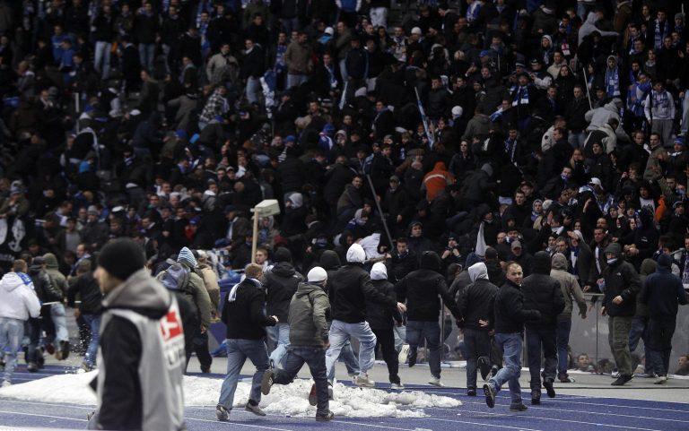 Μπήκαν στο γήπεδο οπαδοί της Χέρτα | Newsit.gr