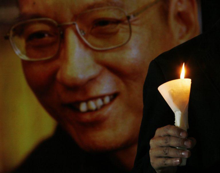 Άφησαν τον Λιού Σιαομπό να πάει στην κηδεία του πατέρα του | Newsit.gr