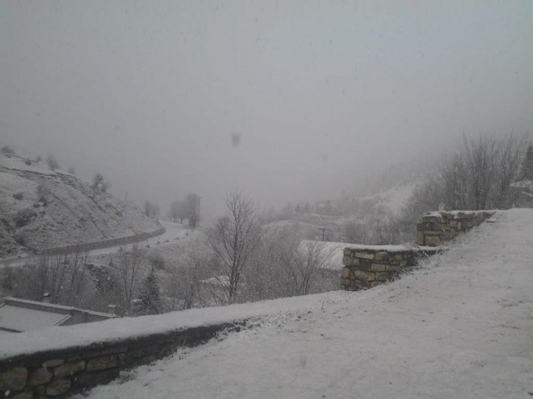 Μύρισε… χειμώνα – Στα «λευκά» τα Τρίκαλα | Newsit.gr