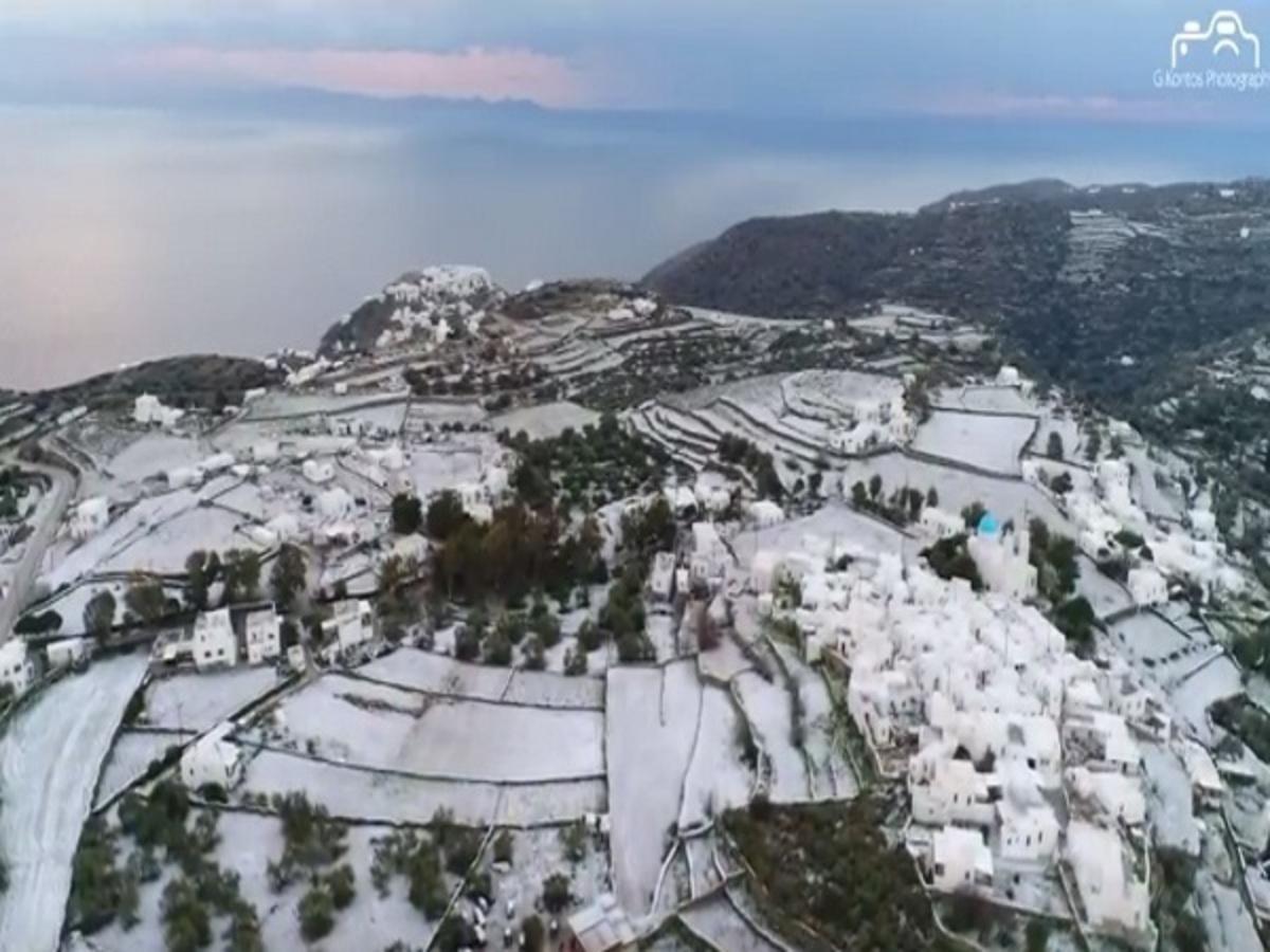 Χιόνια στη Σίφνο: Όμορφες εικόνες… από ψηλά! [vid] | Newsit.gr