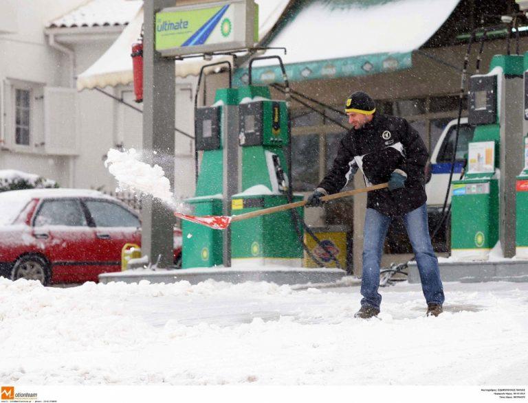 Χιονιάς στα Βόρεια… Καλοκαίρι στα Νότια – Λασποβροχή στην Αθήνα | Newsit.gr