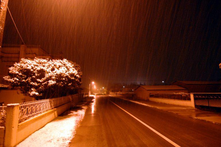 Συναγερμός στην Εθνική – Ο χιονιάς σφυροκοπά Φθιώτιδα, Εύβοια και Βοιωτία – Δεύτερο κύμα χιονοπτώσεων περιμένει η Αττική | Newsit.gr