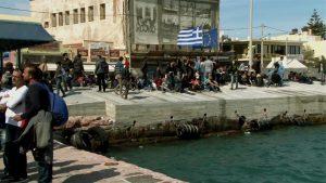 Για πέμπτη ημέρα παραμένουν στο λιμάνι της Χίου οι Σύροι πρόσφυγες – Θέλουν να φύγουν για τον Πειραιά