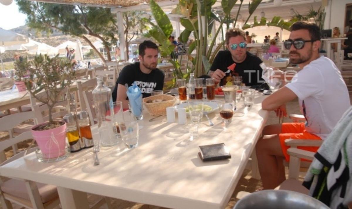 Χ. Χολίδης: Χαλαρές στιγμές στη Μύκονο λίγο πριν παντρέψει τον Γ. Μανιάτη! | Newsit.gr