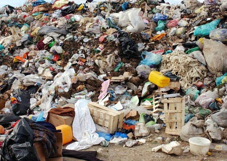 Κοζάνη: Στα σκουπίδια καταλήγουν τα ιατρικά απόβλητα… | Newsit.gr