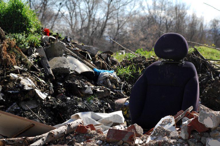 ΘΕΜΑ NEWSIT: Η μπόχα των παράνομων χωματερών περικυκλώνει την Αθήνα | Newsit.gr
