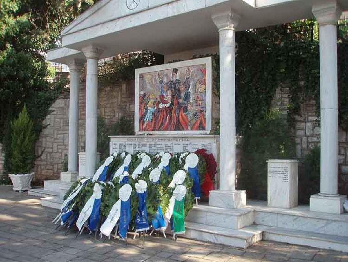 Κάλεσαν τη Χρυσή Αυγή στις εκδηλώσεις μνήμης για το Ολοκαύτωμα του Χορτιάτη! Aντιδράσεις και συνθήματα (VIDEO) | Newsit.gr