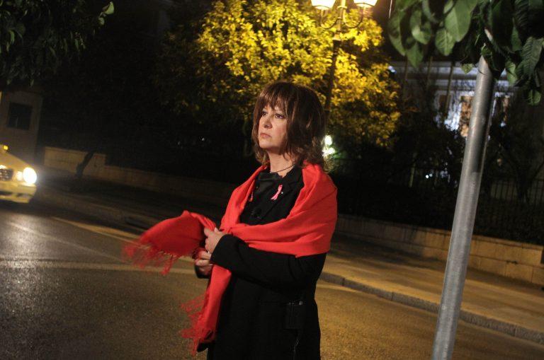 Η Μαρία Χούκλη μελετά… τη δραχμή! | Newsit.gr