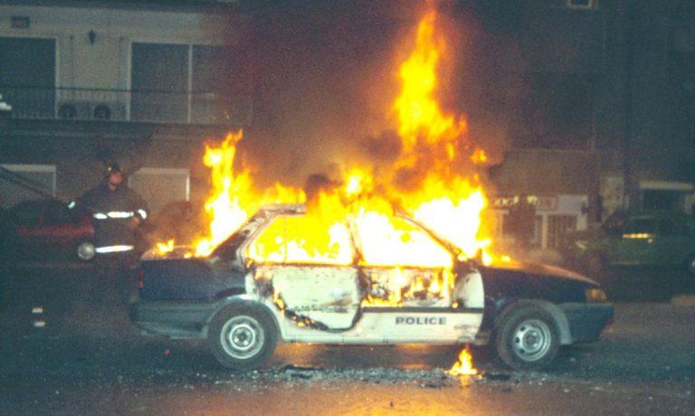 Καβάλα: Χούλιγκαν έκαψαν περιπολικό!   Newsit.gr