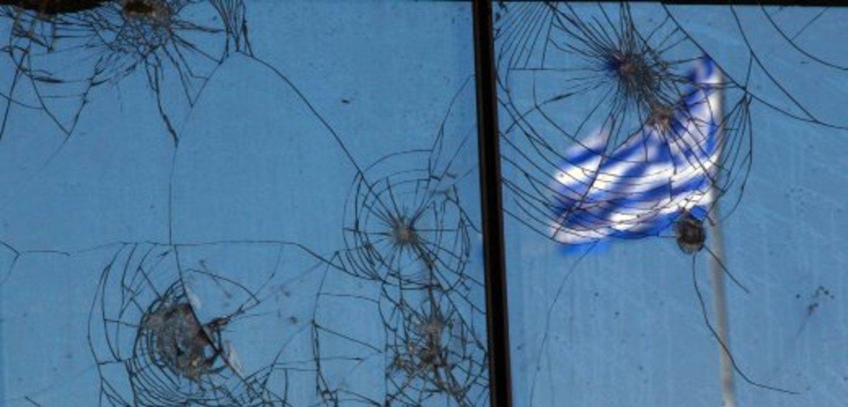 BBC : Οι Έλληνες προτιμούν το χάος από τη λιτότητα | Newsit.gr