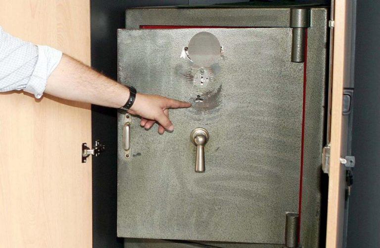 Πάτρα: Παραδόθηκε οικιακή βοηθός για… άδειασμα χρηματοκιβωτίου | Newsit.gr