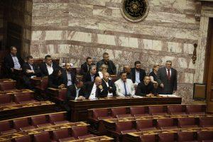 Η Χρυσή Αυγή θα αποχωρήσει από την ψηφοφορία για τον εκλογικό νόμο – Απομακρύνεται ο μαγικός αριθμός των 200 βουλευτών