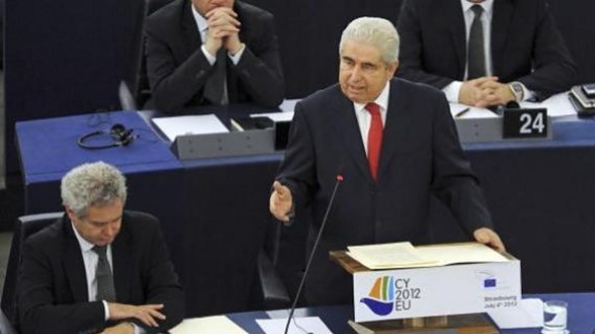Οργανωμένη επίθεση ευρωβουλευτών στον Δ. Χριστόφια (VIDEO) | Newsit.gr